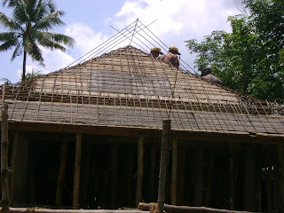 Car Porch Roof http://kerala-houseconstruction-sunny.blogspot.com/2009/08/slope-roof-concreting-car-porch.html