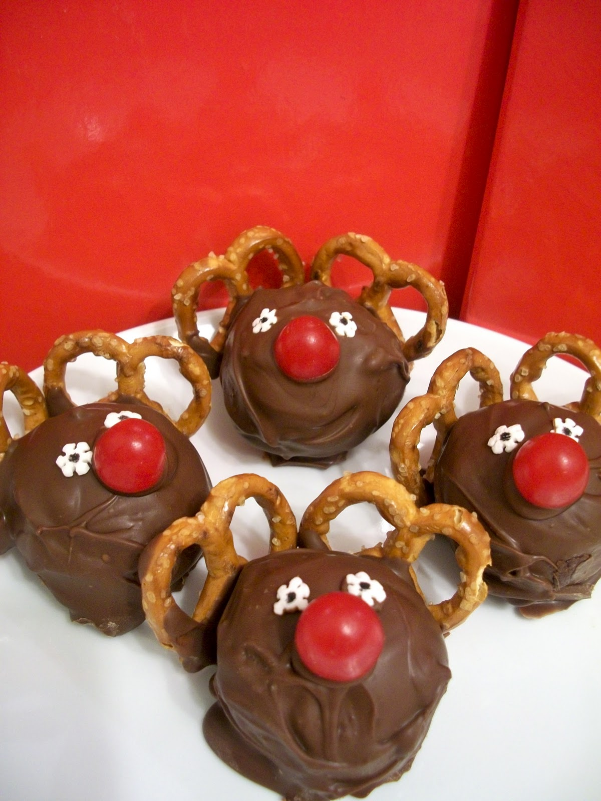 Brooke Bakes : Christmas Cake Balls (Rudolph and Candy Cane)