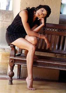 Pooja Batra shows her cute feet