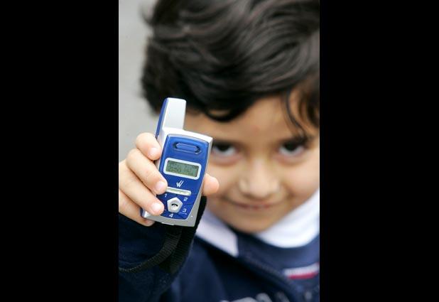 Niños de básica no podrán usar celulares