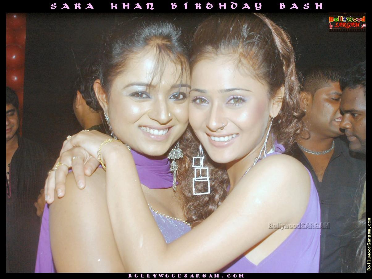 http://2.bp.blogspot.com/_o2Y9aZ2qaT8/TCg6rfzK2lI/AAAAAAAACts/O95e8dyI2Vg/s1600/Sara_Khan_birthday_bash_BollywoodSargam_hot_763354.jpg