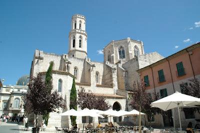 De San Pedro kerk te Figueras, nabij Dali museum
