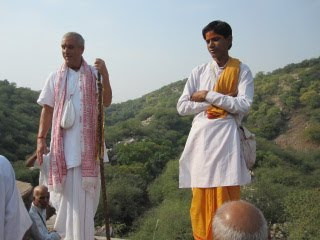 Dina Bandhu and the local priest at Badarikashram
