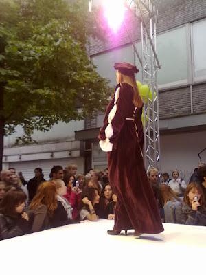 Krefelder Straßenmodenschau 18. 09.2010: Kostümgeschichte