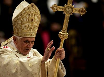 EL ANACRÓNICO FASTO DEL VATICANO Pio_XII_benedicto_pedruscos.bmp
