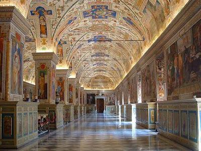 EL ANACRÓNICO FASTO DEL VATICANO Pio_XII_museo_vaticano
