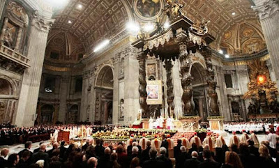 EL ANACRÓNICO FASTO DEL VATICANO Misa-de-gallo-2009-vaticano%5B1%5D