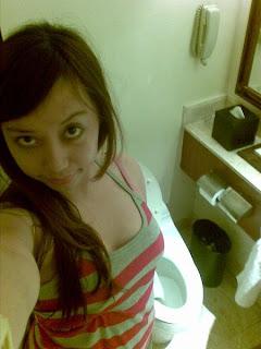 cewek foto di toilet Toket Montok Perek
