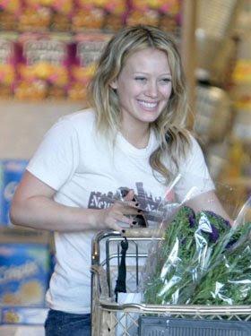 http://2.bp.blogspot.com/_o9AAoWTmbmo/SYwt-Zrq6dI/AAAAAAAAAtk/HWoEkdENyHQ/s400/Hilary+Duff.jpg