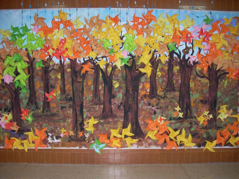 los niños han aportado el color y el calor de sus molinillos de papel