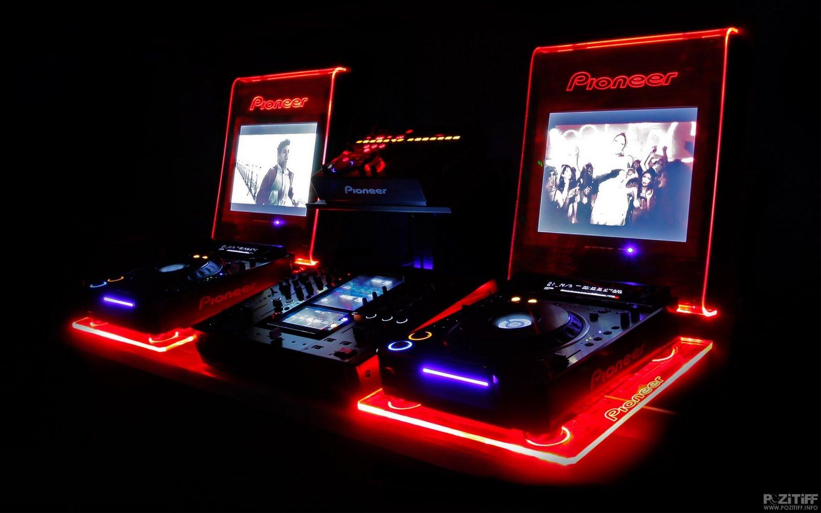http://2.bp.blogspot.com/_oB0tREit1MU/S-w_I6Hk-DI/AAAAAAAAAlI/5kjIf00w0e0/s1600/1239523934_dvj-svm-1920x1200-club-music-wallpaper.jpg