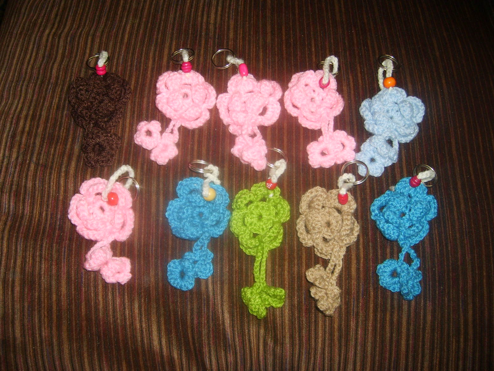 Llaveros a crochet Mariposas, flores y gorritos
