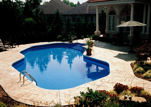 Living stingy swimming pool on a budget for Above ground pool ideas on a budget