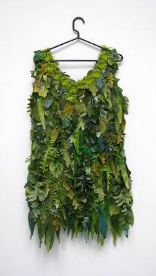 Гардероб наших леді в колекціях fashion дизайнерів - Страница 2 Cemetery+Flower+dress,+leaf+dress
