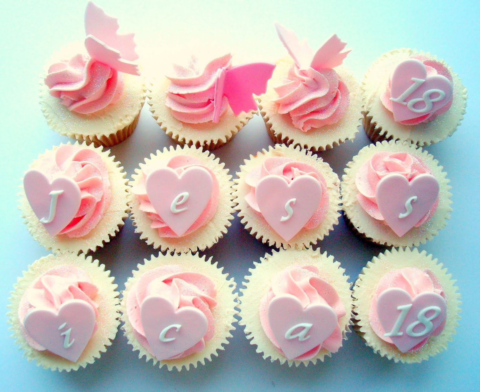 Fashion cake: Girly 18th cupcakes