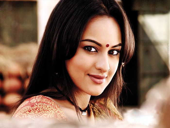 Pleasing Beauty  Sonakshi Sinha Gallery navel show