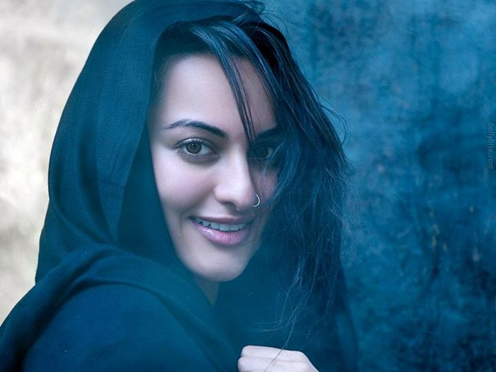 Bollywood actress sonakshi sinha masala pics