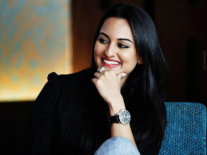 Pleasing Beauty  Sonakshi Sinha Gallery sexy stills