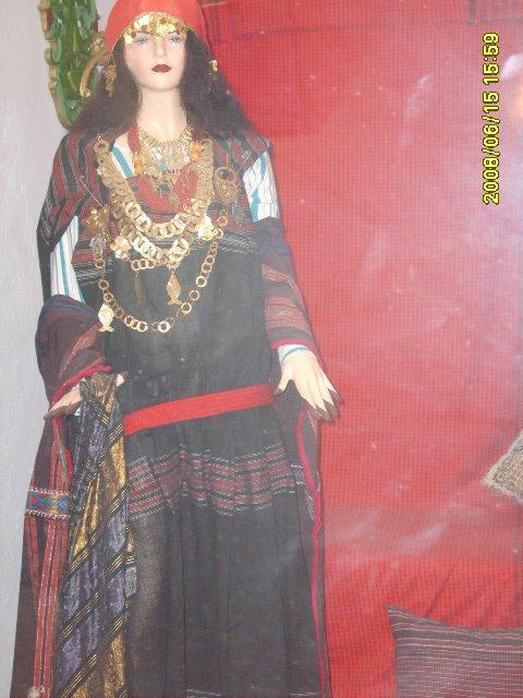 عادات تونس التقليدية من متحف جربة Vetements-traditionnel