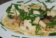 Linguini with Caramelized Vidalia Onions, Smoked cheddar and chives