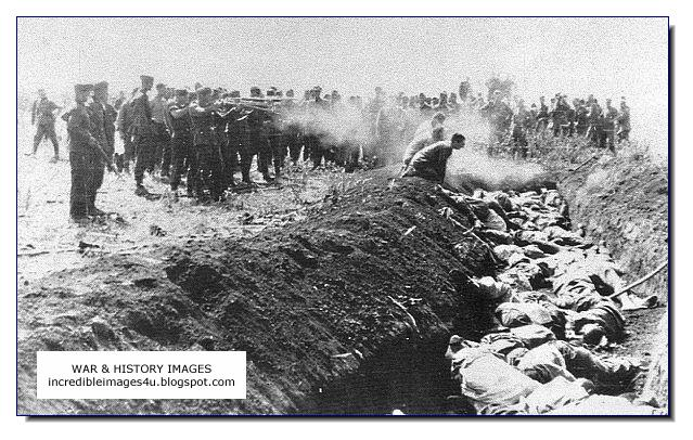 shoot people near a ditch Russia Einsatzgruppen