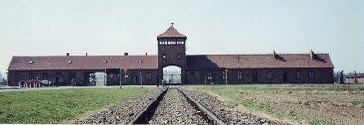 Entrada al campo de concentración de Auschwitz-Birkenau