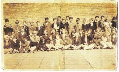 Paul McCartney con sus compañeros de colegio