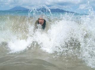 Aksi anak SMP di pantai