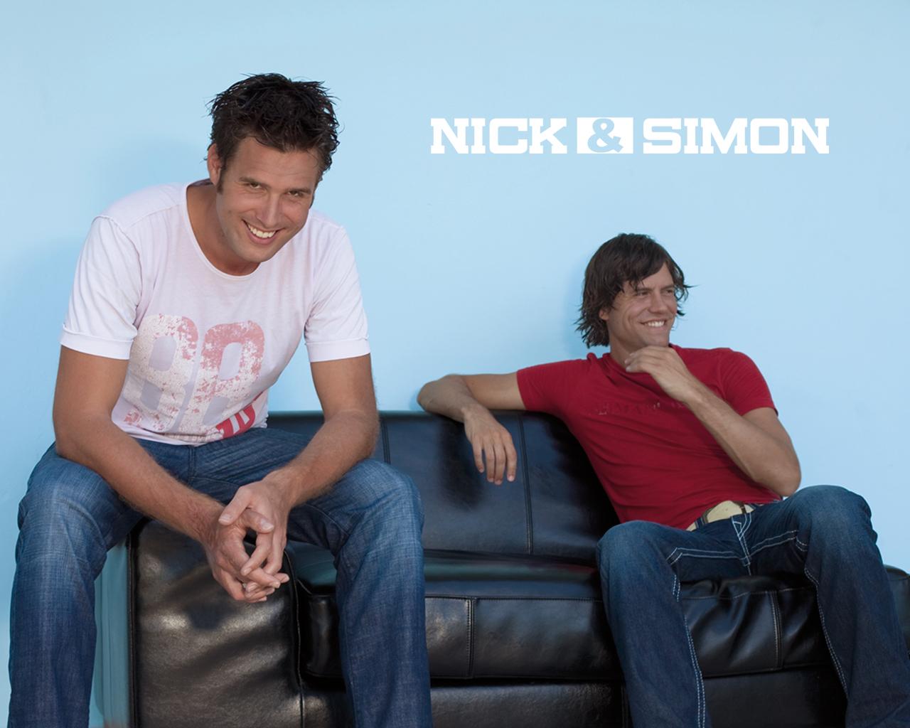 http://2.bp.blogspot.com/_oJpV6yalpOk/TQ_ZGfnsFTI/AAAAAAAABM0/7k97sepdh7M/s1600/Nick-en-simon-achtergronden-nick-en-simon-wallpapers-3.jpg