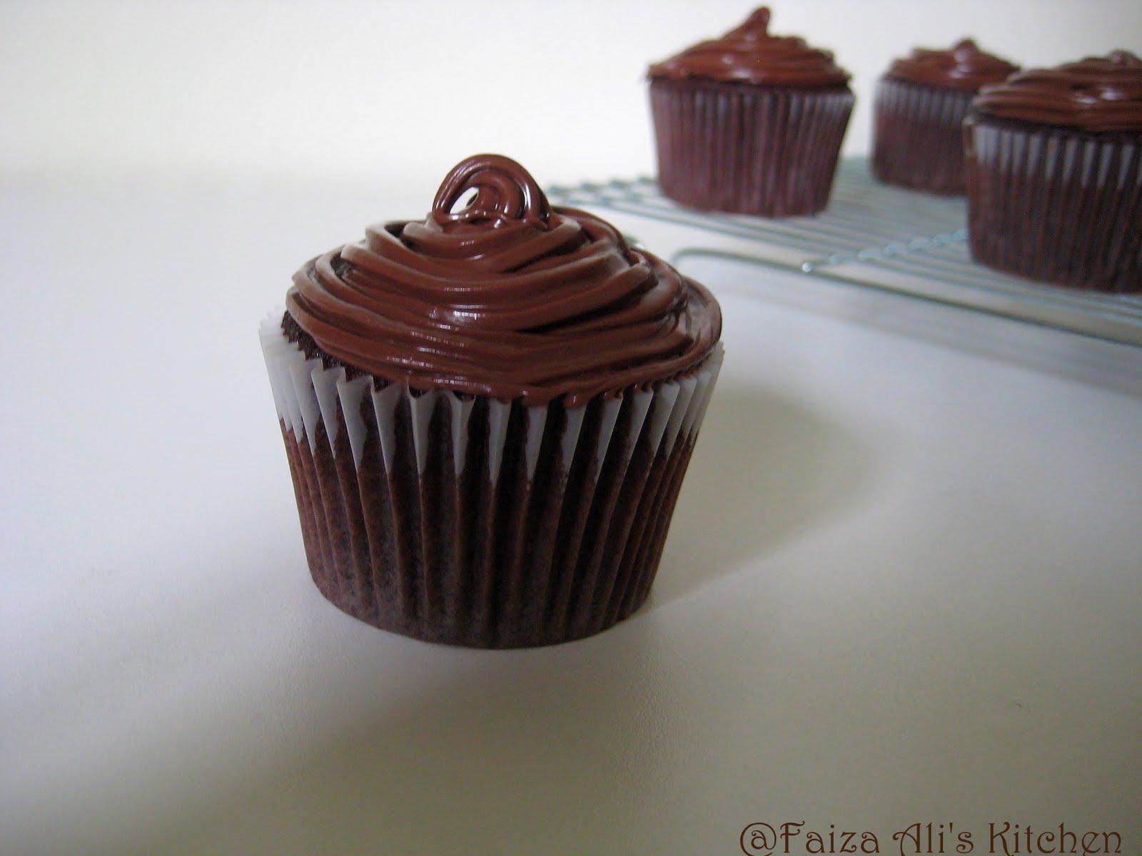 Faiza Ali's Kitchen: Devil's Food Cupcakes with Vanilla Cream filling