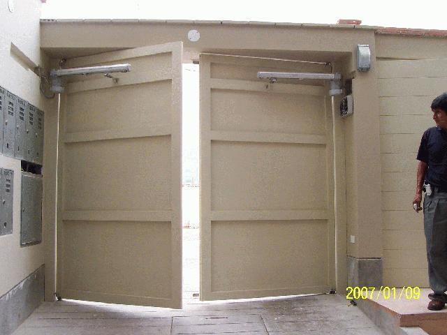 Estructuras met licas anuncios luminosos puertas Puertas automaticas df