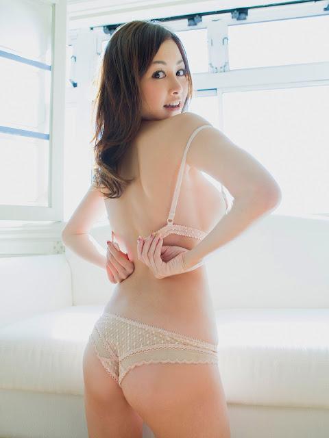 Anri Sugihara Sexy Japanese Bikini