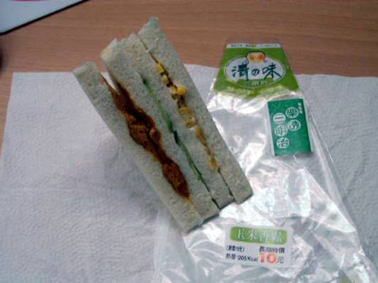 清之味 (roughly translates to light flavor) sandwich from Nikomart, made from the best and nutritious ingredients!