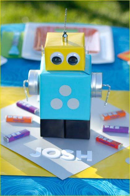 Robots Hechos De Cajas De Cart  N O Envases De Aluminio  Dibuja Los