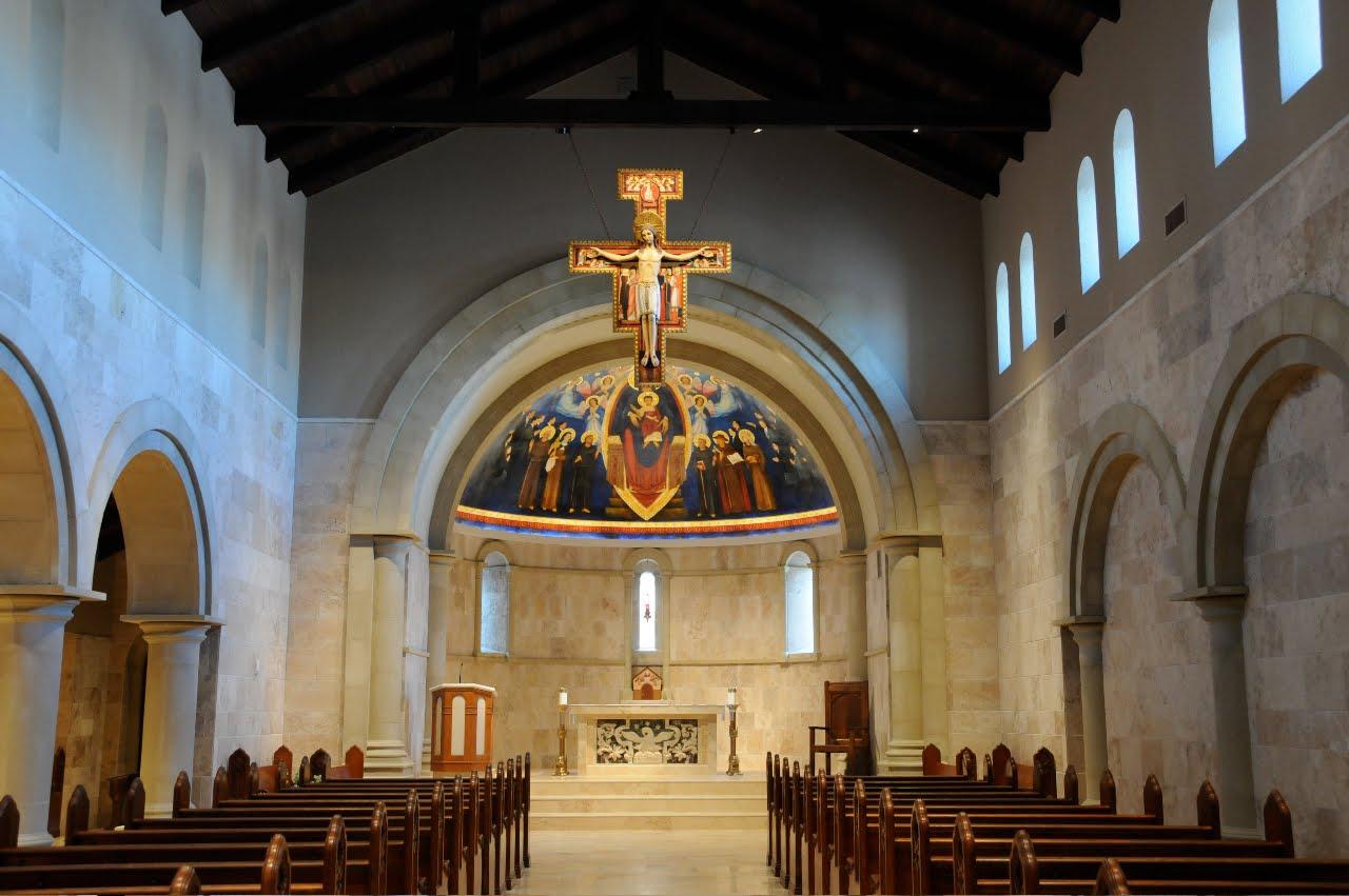 Una bellissima chiesa moderna, nella più pura tradizione francescana: la nuov...