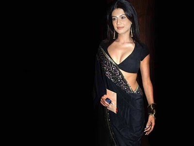 Hot Bollywood Actress In Saree