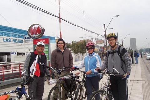 El abrazo de las rejas con ciclistas Valpo para pedir la apertura y entrega de la ciclovia