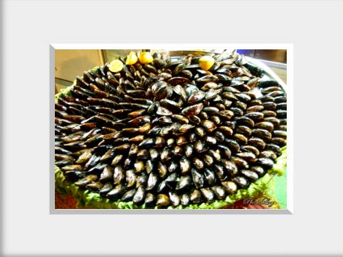 Mussels with Stuffed Rice   Midye Dolması