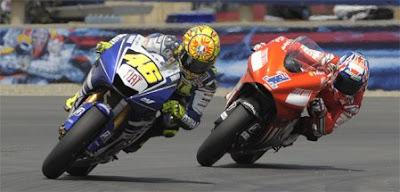 [Clic para agrandar - Rossi y Stoner pelean en Brno - automOndo]