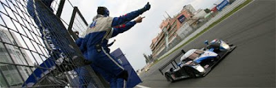 [Clic para agrandar - Victoria de Peugeot 908 HDI FAP en las 24 Horas de Le Mans - automOndo.com.ar]