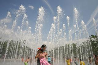 Berakhir, suhu udara siang hari mencapai 31derajat selsius. anak-anak