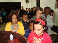 O ESPÍRITO SANTO INTERCEDE POR NÓS, E NOS LEVA A ENTREGAR A NOSSA VIDA À JESUS CRISTO