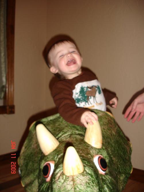 Noah rides Kota
