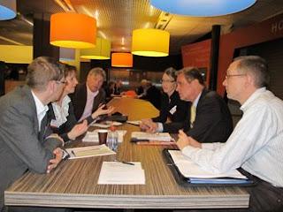 Ledenraadsleden spraken in groepjes over het thema hypotheekrenteaftrek