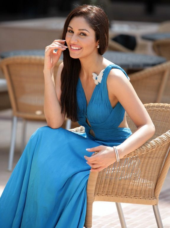 Pooja Chopra Biography and Latest Hot Gallery Photoshoot images