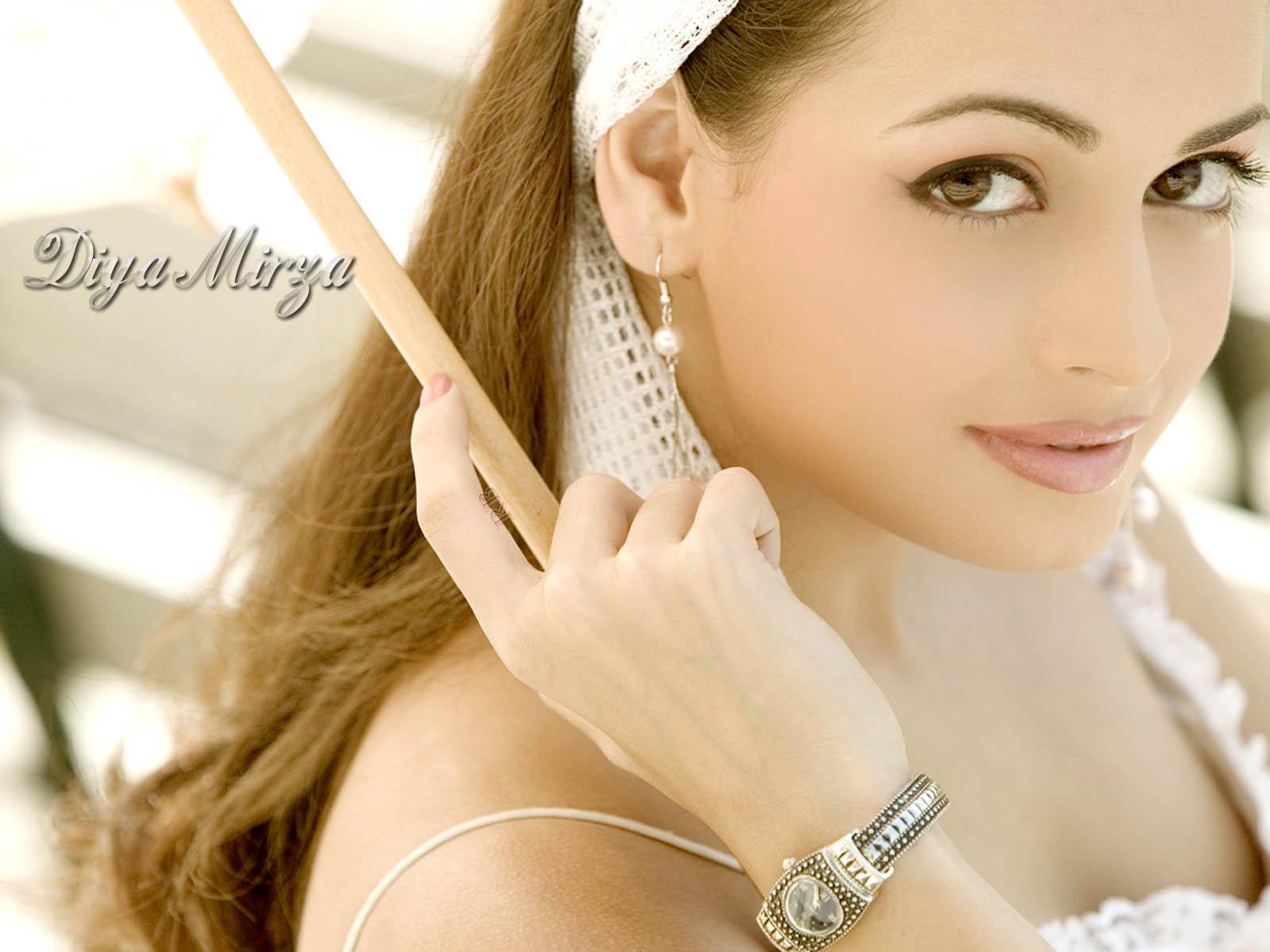 http://2.bp.blogspot.com/_oY5DBzPli5Y/TUZuDe_5yiI/AAAAAAAAARk/4bknM1NMpgE/s1600/Diya+Mirza-146.jpg