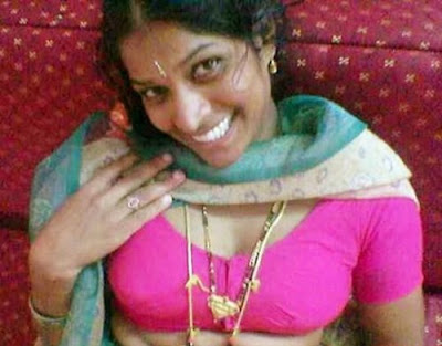 Bending Show Aunty Saree Gallery