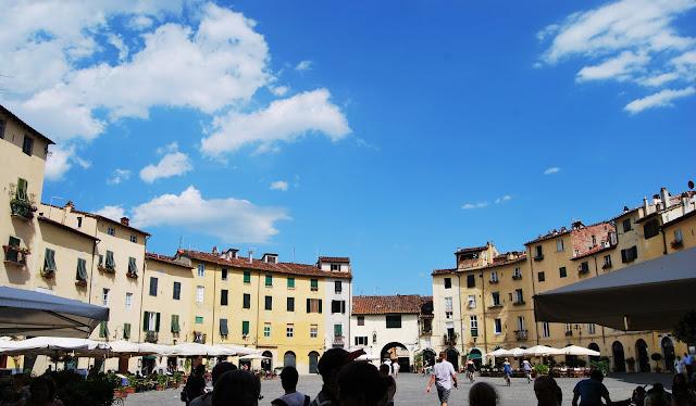 Valdirose mercato antiquariato di lucca lucca for Mercato antiquariato lucca