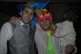 yo con corbata y mi hermano en el casmiento de este