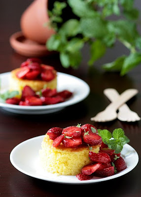 Lemon Pound Cake And Lemon Thyme Strawberries-Copyright©Tartelette 2008